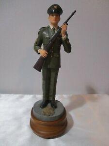 1999 VANMARK AMERICAN HEROES HONOR GUARD MUSICAL ARMY MAN FIGURINE AH81607