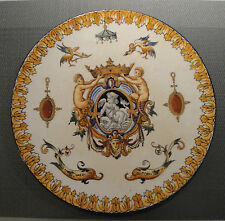 Plat sur talon en céramique de GIEN modèle Renaissance du XIXème