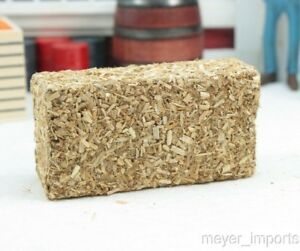 Straw Hay Bales - set of 2 - Realistic Model Miniature Bales - 1:35 Scale