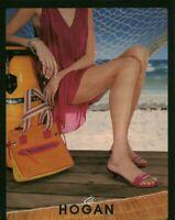 Publicité contemporaine accessoire de mode Hogan 2003 issue de magazine