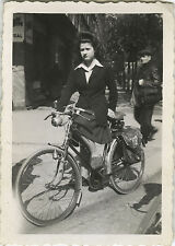 PHOTO ANCIENNE - VINTAGE SNAPSHOT - VÉLO BICYCLETTE FEMME MODE - BICYCLE FASHION