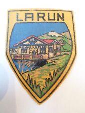 Ancien écusson / Blason - LARUN - Synthétique - VINTAGE - 4,5 x 6cm