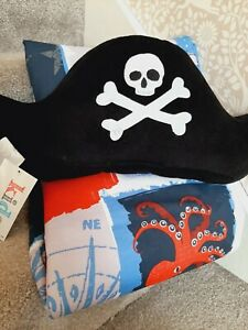 Blue pirate design eyelet curtains and plush hat 66x72inch