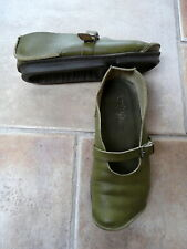 TRIPPEN 37 chaussures de cuir basses vert olive tbe.
