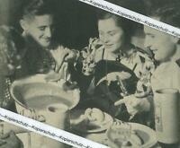 Fasching in München - Weißwurstessen beim Ball in Schwabing - um 1935    Y 33-23