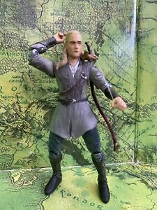 LORD OF THE RINGS MINT & LOOSE ACTION FIGURE - LEGOLAS THROWING DAGGER ACTION