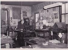 RATHDRUM WASHINGTON Newspaper Printer Typesetter * Rare VINTAGE 1953 press photo