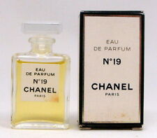 CHANEL No 19 EAU DE PARFUM 4 ML. 0.13 FL.OZ. MINI PERFUME NEW IN BOX - damaged