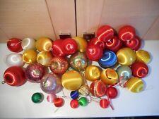 40 VINTAGE & MODERN SILK THREAD AND PLASTIC CHRISTMAS TREE BAUBLES ORNAMENTS