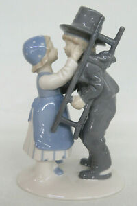 Lippelsdorf Chimney Sweep Boy Kissing Girl German Porcelain Figurine 1109B