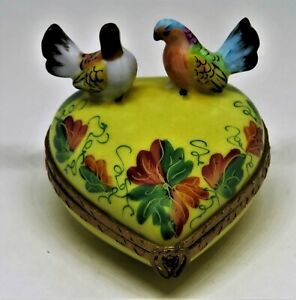 LIMOGES FRANCE BOX - COLORFUL LOVEBIRDS ON A YELLOW HEART - VINES & LEAVES - LE