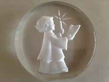 Vintage Danbury Mint Etched Holiday Paperweight Caroler w/Candle - Excel Cond!