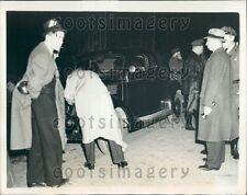 1938 Washington DC Police Examine Car Driver Killed by Sniper Press Photo