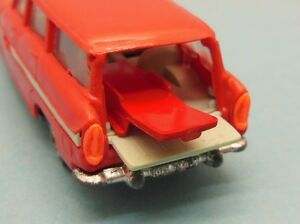 ** NOR048 - Brancard rouge pour Ambulance Simca Marly Norev N°41