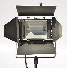 Smith-Victor Model 750 1,000 Watt Quartz Broad Light with 4 Leaf Barndoors