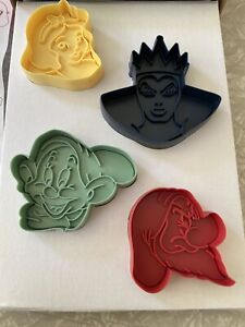 Williams Sonoma Disney Snow White and Dwarfs Spring Load Cookie Cutters Open Box