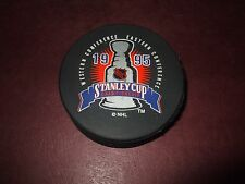 1995 DETROIT RED WINGS STANLEY CUP PUCK IN SQUARE VGC L@@K!