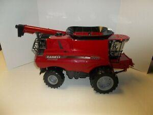 Tomy ERTL 1/16 Case Combine Tractor