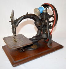 ANTIQUE WILCOX & GIBBS SEWING MACHINE MOUNTED ON A WOODEN BASE: CIRCA... Lot 204
