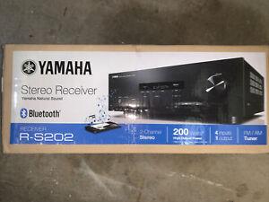 Yamaha R-S202  Stereo Receiver w/ Bluetooth 40 station FM/AM preset 4x RCA