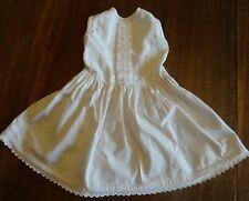 Ancienne robe de petite fille en coton et dentelle