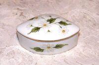 Vintage Lefton 1983 Porcelain Daisy Fan Shape Trinket Ring Box With Gold Trim