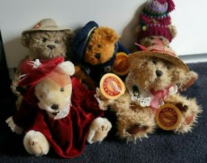 Set of 5 Brass Button collectible bears all in good condition properly stored