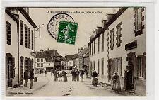 CPA - LA ROCHE-DERRIEN - La Rue aux Toiles et la Place: France postcard (C28884)