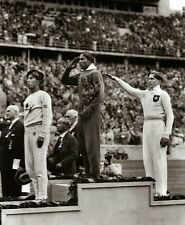 "Jesse Owens salutes during 1936 Summer Olympics in Berlin 8""x 10"" WWII Photo 285"