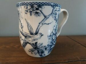 222 Fifth Adelaide Blue & White Fine China Coffee Cup Mug Excellent Condition