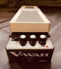 TOP: BOSS V-WAH Pedal Effektgerät Wah- Pedal - Gitarreneffekt - Gitarre