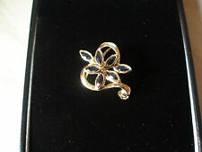 9 CARAT YELLOW GOLD SAPPHIRE BROOCH MADE IN UK BRAND NEW IN BOX PURE QUALITY