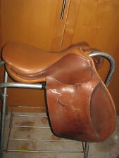 Pessoa Jump Saddle 17 spring tree made in England