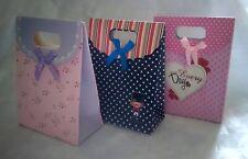 Assortiment de 3 sacs/pochettes cadeau cartonnés 16x12cm à rabat/scratch/nœud