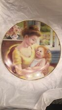 "AVON MOTHER'S DAY 1995 ""A MOTHER'S LOVE ""  PORCELAIN TRIMMED IN 22K GOLD."