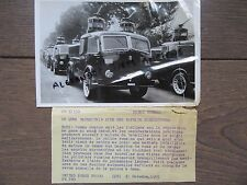 PHOTO DE PRESSE 1955 ROME CAMIONS LANCES A EAU POUR MANIFESTANTS