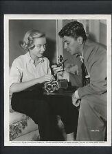 RONALD REAGAN + DIANA LYNN EXAMINE A ROLLEIFLEX CAMERA CANDID - 1951 BONZO