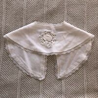 Vintage Embroidered Round Collar Crocheted. Rose Feature Lace Trimmed White EUC