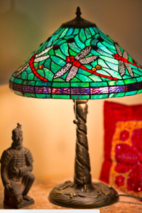 """Tiffany Style Stained Glass Turquoise w/ Red Dragonfly Table Lamp 14"""" Shade New"""