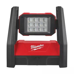 Milwaukee Faro LED orientabile 3000 lumen da Lavoro professionale M18HAL-0
