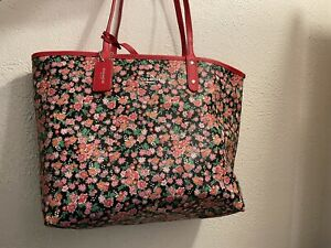 COACH REVERSIBLE TOTE IN ROSE FLORAL PRINT - WITH POUCH