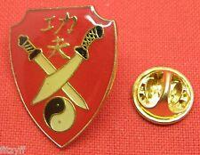 Crossing traversé Ninja swords & Yin Yang revers cravate hat cap pin badge TAO broche