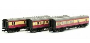 Dapol 2P-012-800, N Gauge, Maunsell BR Coach set (398) BR Blood & Custard