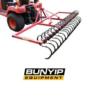 KANGA STICK RAKE - CENTRALLY MOUNTED DOUBLE CLEVIS DESIGN TENSILE SPRING TINES