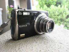 FUJI FINEPIX F80EXR 12mp 10x ZOOM WITH CHARGER - WORKING, ONE ISSUE