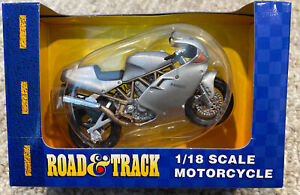 Road and Track Maisto 1:18 Scale Ducati silver Motorcycle NIB