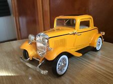 FORD 1932 3-window Coupe scale 1:24 (the wheels rotate from the steering wheel)