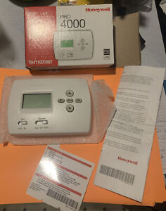 Honeywell Programmable Thermostat PRO 4000 TH4110D1007 + box & instructions