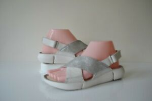 CLARKS TRI CHLOE WHITE+SILVER LEATHER/LEATHER LINED TRIGENIC SANDALS UK 4D RP£65