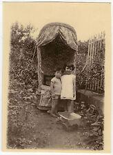 PHOTO ANCIENNE - VINTAGE SNAPSHOT - ENFANT JOUET FAUTEUIL JARDIN - CHILD TOY